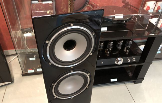 TANNOY REVOLUTION XT 6F GLOSS BLACK 4.jpg